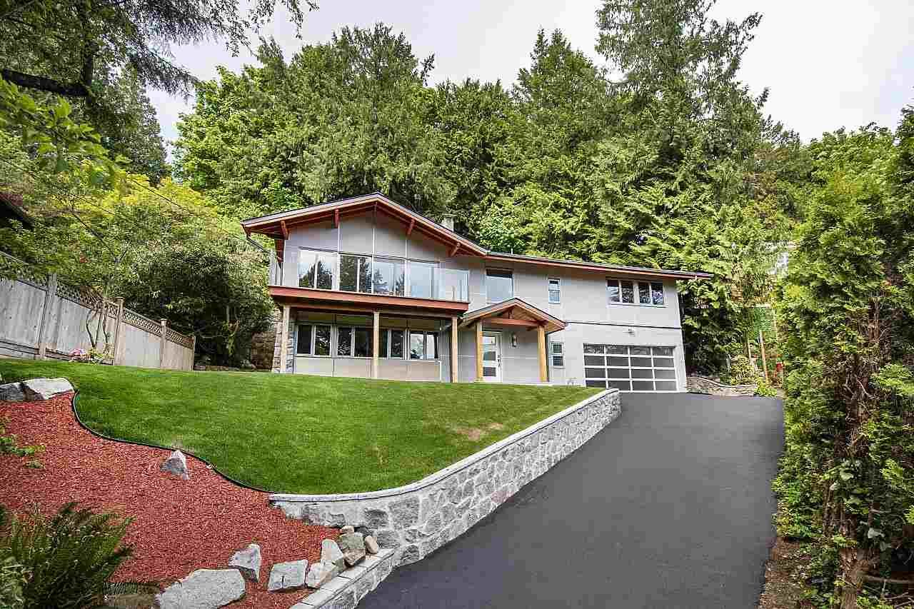 Main Photo: 3907 BAYRIDGE Place in West Vancouver: Bayridge House for sale : MLS®# R2560542