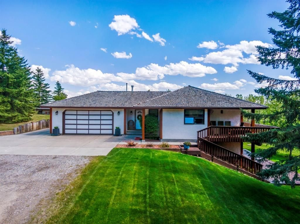 Main Photo: 25205 Bearspaw Place in Rural Rocky View County: Rural Rocky View MD Detached for sale : MLS®# A1121781