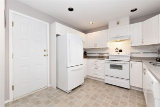 """Photo 10: 27 23085 118 Avenue in Maple Ridge: East Central Townhouse for sale in """"SOMMERVILLE GARDENS"""" : MLS®# R2490067"""