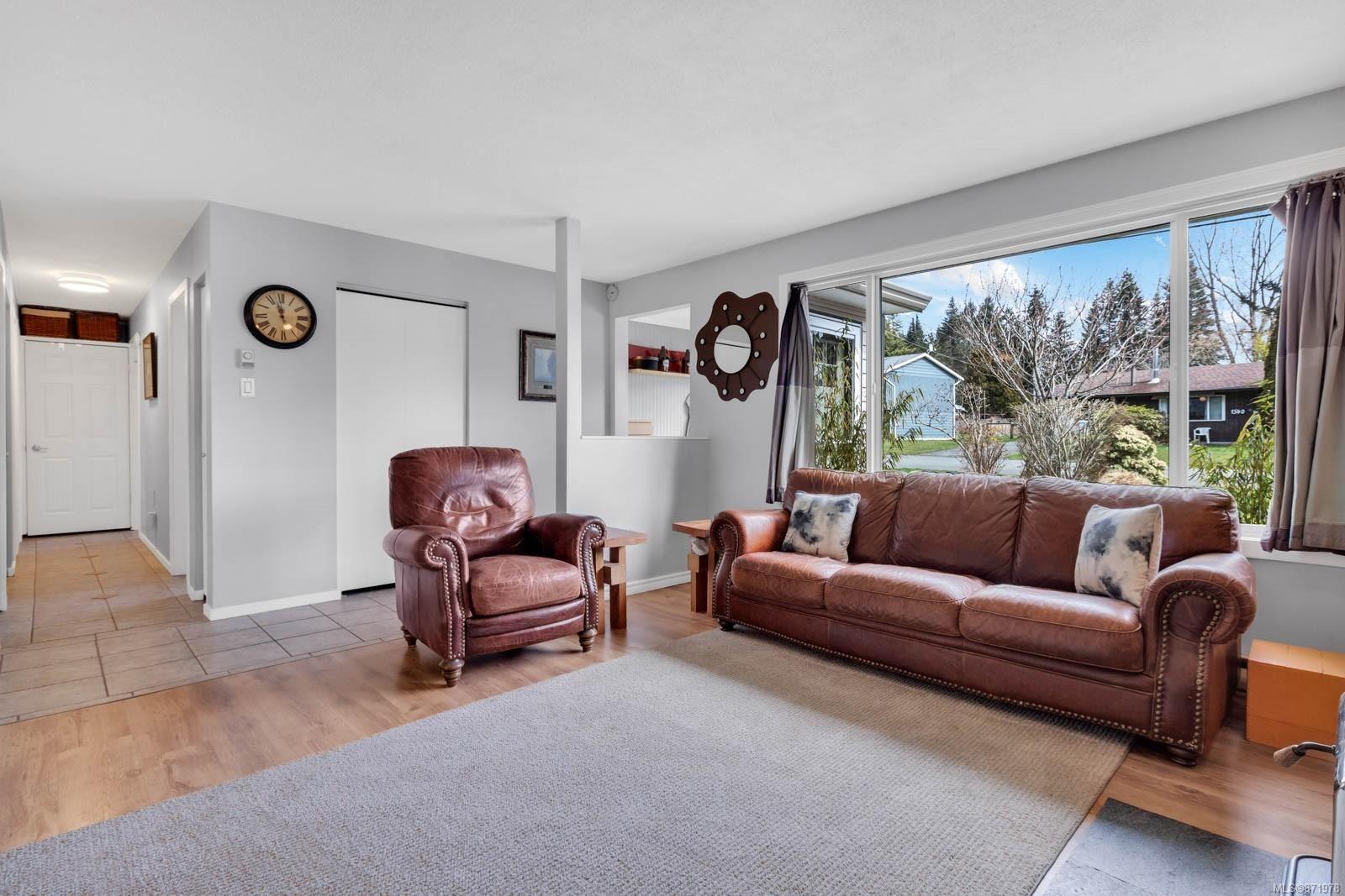 Photo 11: Photos: 1539 Chilcotin Cres in : CV Comox (Town of) House for sale (Comox Valley)  : MLS®# 871978