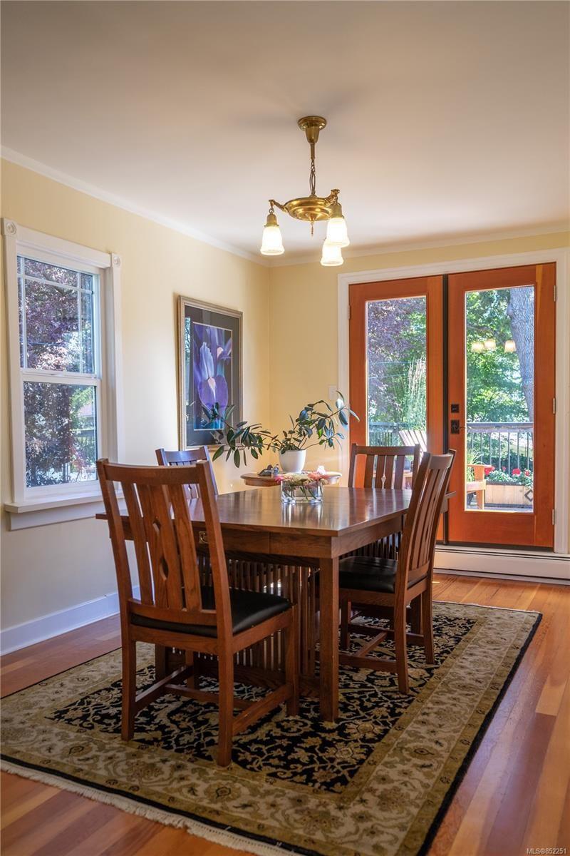 Photo 8: Photos: 2363 Pacific Ave in : OB Estevan House for sale (Oak Bay)  : MLS®# 852251