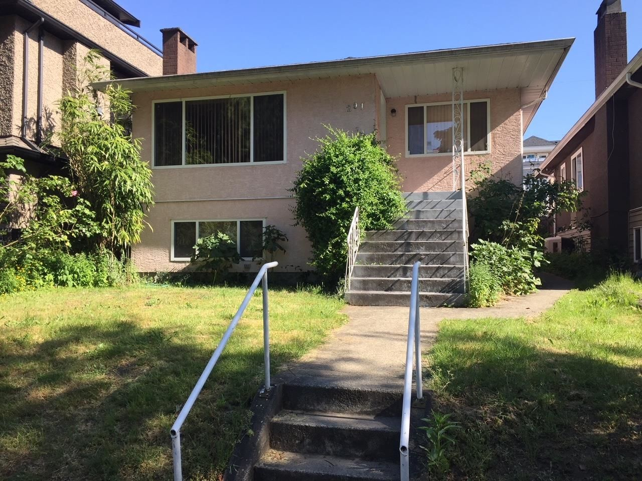 Main Photo: 291 W 63RD Avenue in Vancouver: Marpole House for sale (Vancouver West)  : MLS®# R2622925