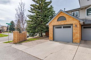 Photo 2: 24 Coachway Green SW in Calgary: Coach Hill Row/Townhouse for sale : MLS®# A1104483