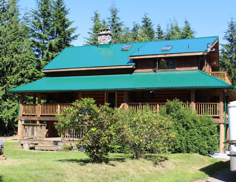 FEATURED LISTING: 6040 DUNKERLEY Road Abbotsford