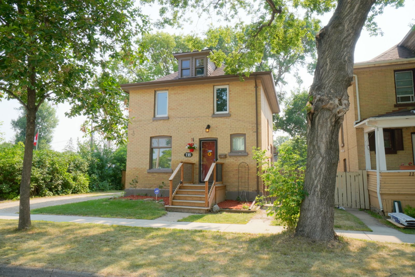 Main Photo: 116 4th St NW in Portage la Prairie: House for sale : MLS®# 202117718