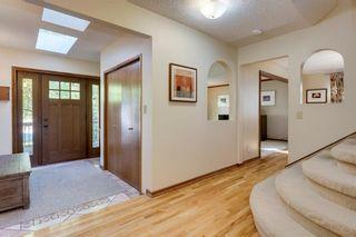 Photo 3: 237 Varsity Estates Mews NW in Calgary: Varsity Detached for sale : MLS®# C4204526