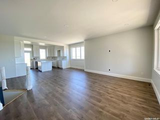 Photo 8: 818 Conquest Avenue in Outlook: Residential for sale : MLS®# SK860876