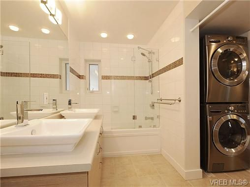 Photo 15: Photos: 2320 Hollyhill Pl in VICTORIA: SE Arbutus Half Duplex for sale (Saanich East)  : MLS®# 652006