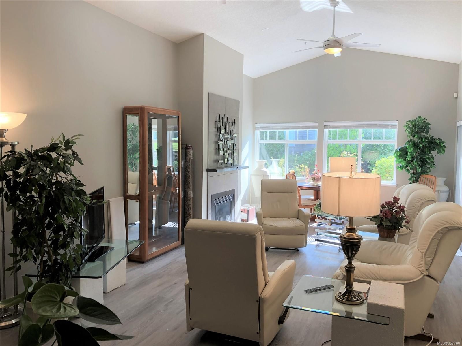 Photo 5: Photos: 6151 Bellflower Way in : Na North Nanaimo Row/Townhouse for sale (Nanaimo)  : MLS®# 857708