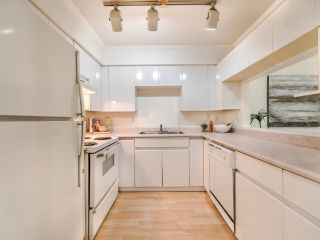 """Photo 16: 203 825 W 15TH Avenue in Vancouver: Fairview VW Condo for sale in """"The Harrod"""" (Vancouver West)  : MLS®# R2625822"""
