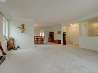 Photo 3: 2800 Austin Ave in VICTORIA: SW Gorge House for sale (Saanich West)  : MLS®# 800400