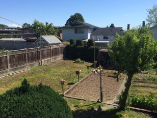 Photo 4: 7256 UNION Street in Burnaby: Simon Fraser Univer. House for sale (Burnaby North)  : MLS®# R2065076