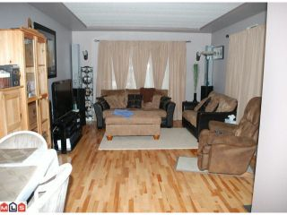"""Photo 2: 19 24330 FRASER Highway in Langley: Otter District Manufactured Home for sale in """"LANGLEY GROVE ESTATES"""" : MLS®# F1105758"""