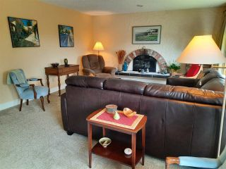 """Photo 8: 8102 WILTSHIRE Place in Delta: Nordel House for sale in """"CANTERBURY HEIGHTS"""" (N. Delta)  : MLS®# R2586961"""