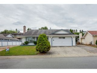 """Photo 2: 33304 MEADOWLANDS Avenue in Abbotsford: Central Abbotsford House for sale in """"Terry Fox School Area"""" : MLS®# R2397473"""