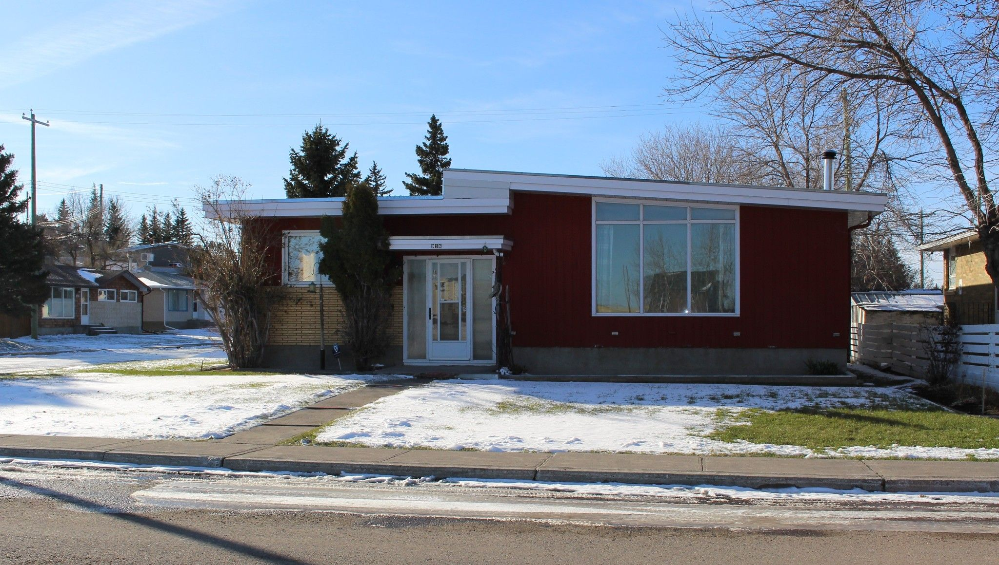 Main Photo: 956 Lodge Avenue in Pincher Creek: House for sale
