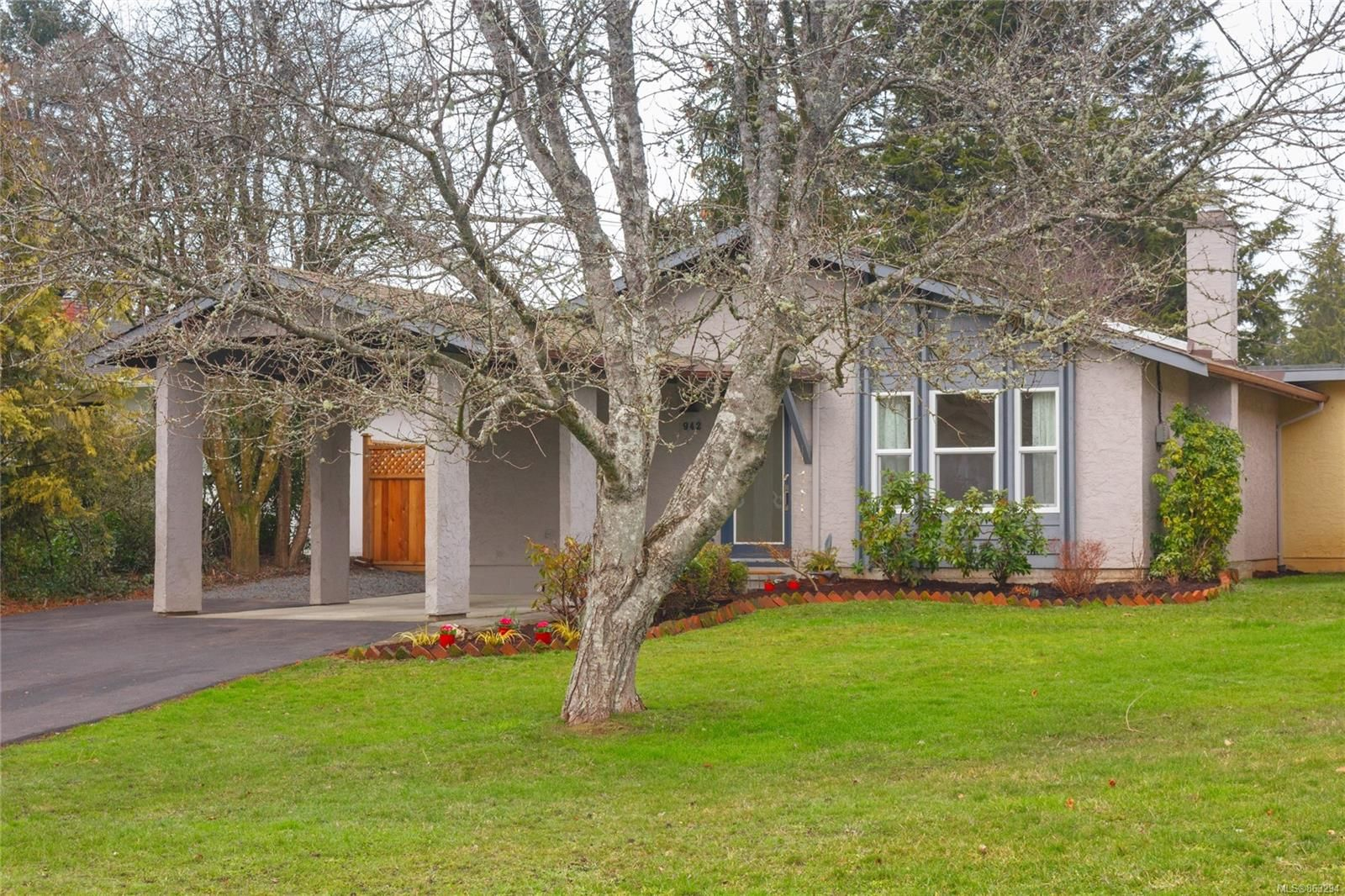 Main Photo: 942 Sluggett Rd in : CS Brentwood Bay Half Duplex for sale (Central Saanich)  : MLS®# 863294