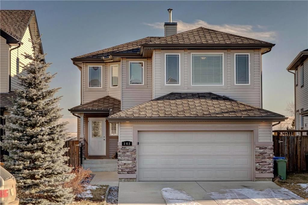 Main Photo: 242 WESTMOUNT Crescent: Okotoks Detached for sale : MLS®# C4220337