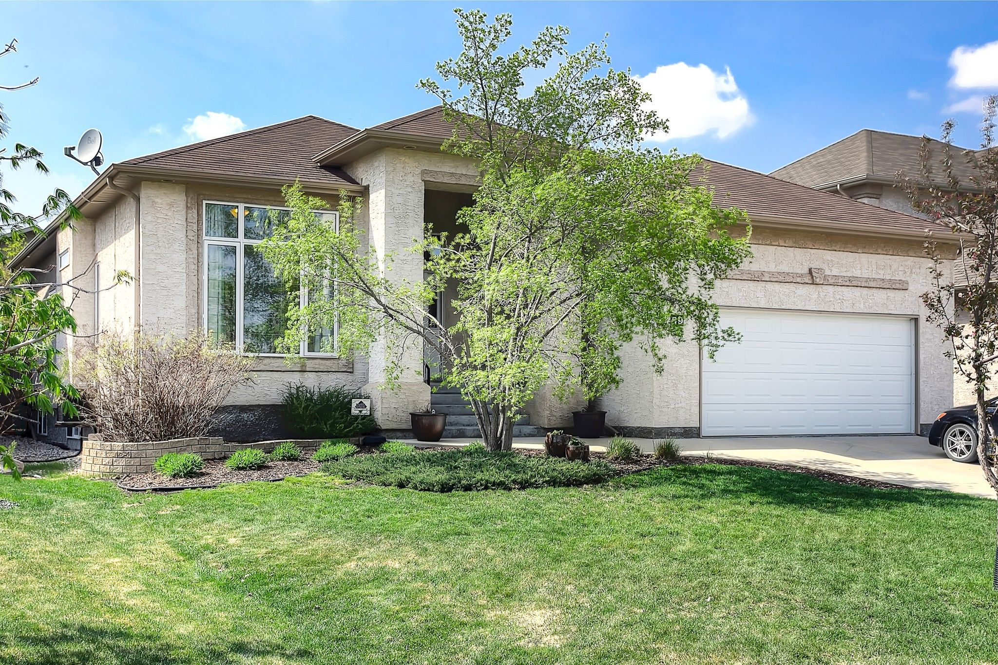 Main Photo: 59 Northport Bay in Winnipeg: Royalwood Single Family Detached for sale (2J)  : MLS®# 202011321