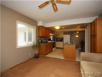 Photo 10: Photos: 3393 Henderson Road in VICTORIA: OB Henderson Residential for sale (Oak Bay)  : MLS®# 304938