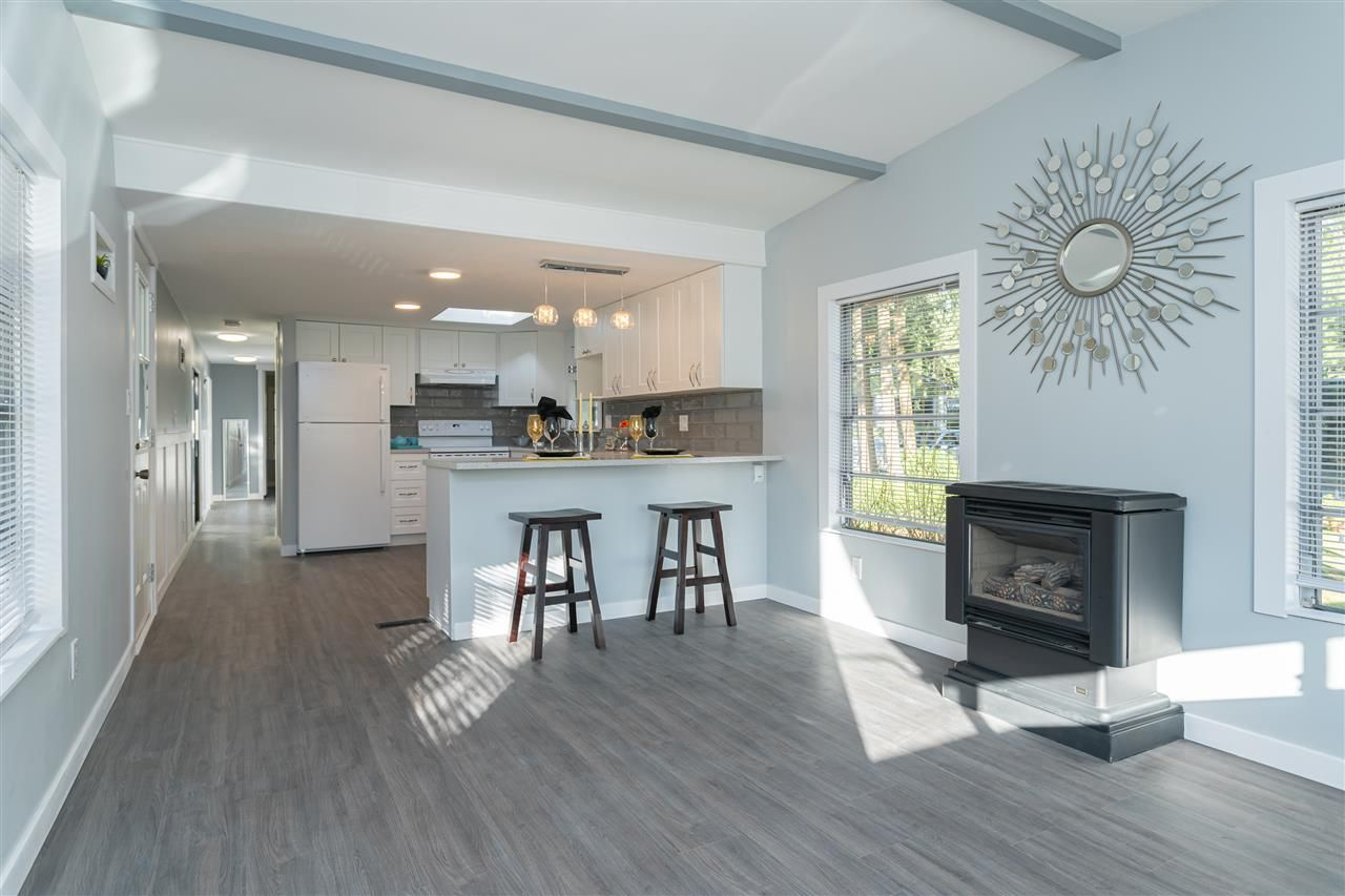 """Main Photo: 32 20071 24 Avenue in Langley: Brookswood Langley Manufactured Home for sale in """"Fernridge Estates"""" : MLS®# R2438182"""