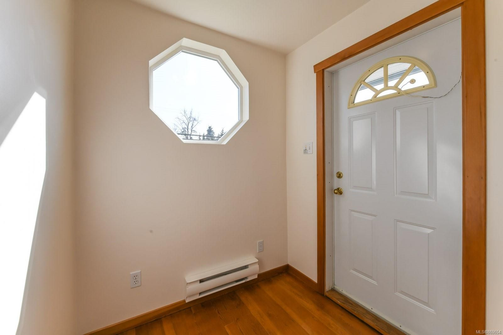 Photo 4: Photos: 4712 Cumberland Rd in : CV Cumberland House for sale (Comox Valley)  : MLS®# 869654