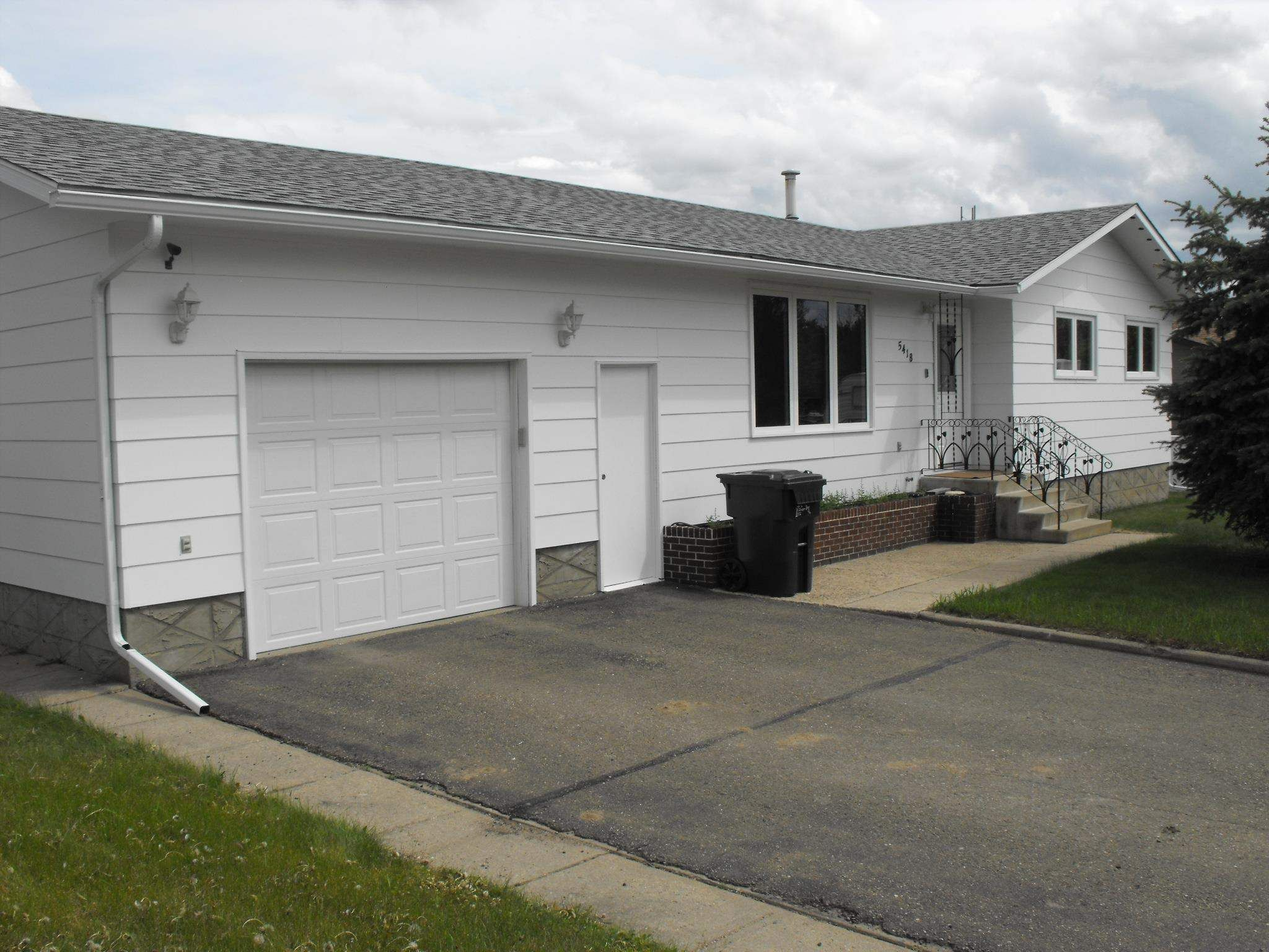 Main Photo: 5418 Circle Drive: Elk Point House for sale : MLS®# E4202376