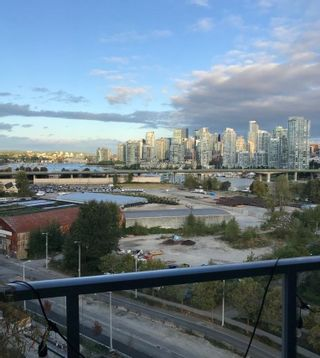 """Main Photo: 1106 1708 COLUMBIA Street in Vancouver: False Creek Condo for sale in """"WALL CENTRE FALSE CREEK"""" (Vancouver West)  : MLS®# R2618174"""
