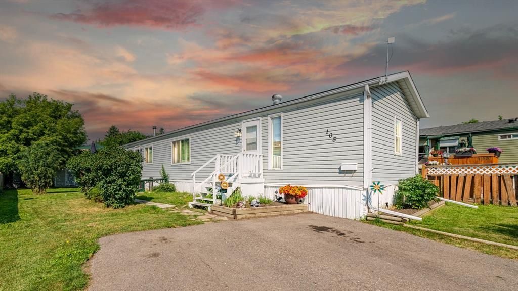 Main Photo: 105 Heritage Drive: Okotoks Mobile for sale : MLS®# A1133143