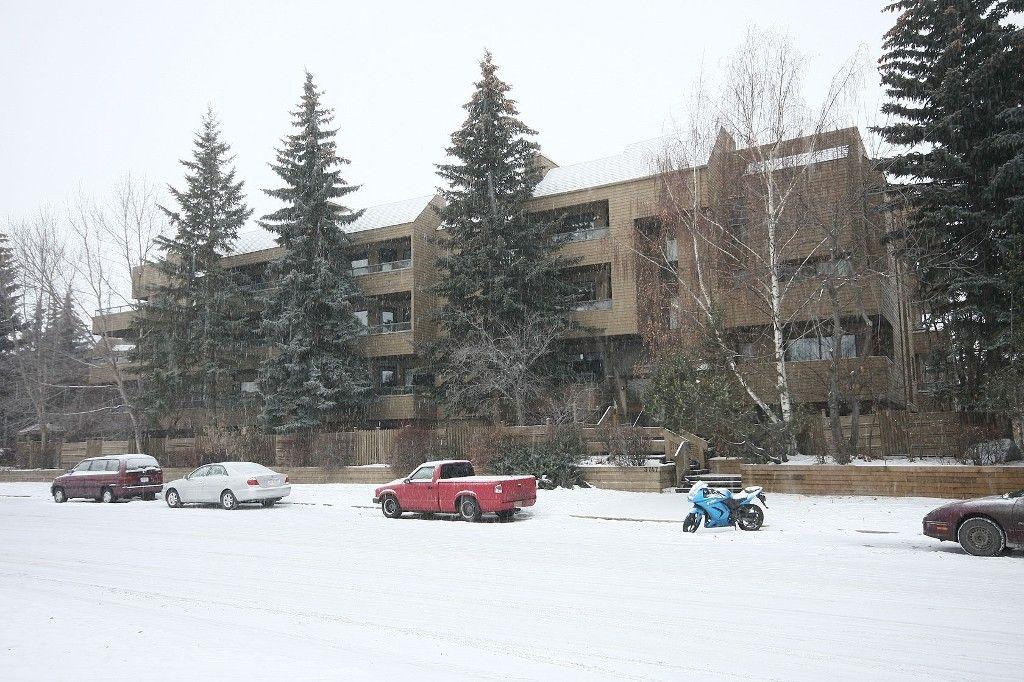 Main Photo: 301 - 3747 42 Street NW in Calgary: Varsity Village Condo for sale : MLS®# C3548115