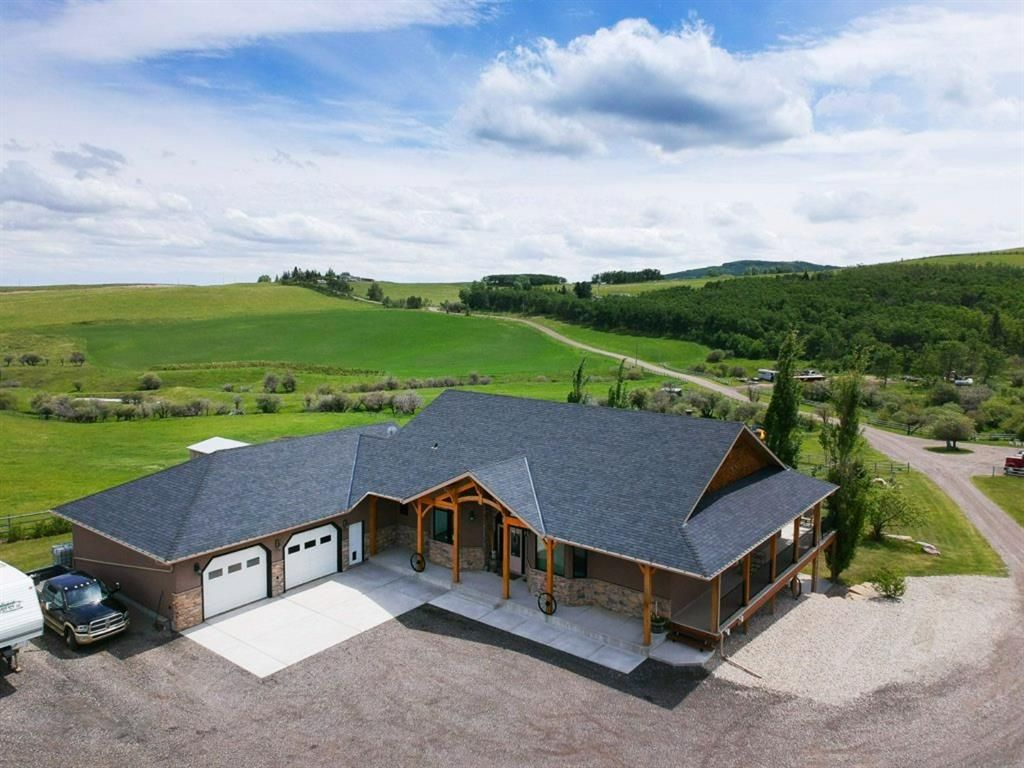 Main Photo: 112064 274 Avenue W: Rural Foothills County Detached for sale : MLS®# A1118932