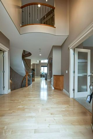 Photo 5: 32 coulee View SW in Calgary: Cougar Ridge Detached for sale : MLS®# A1117210