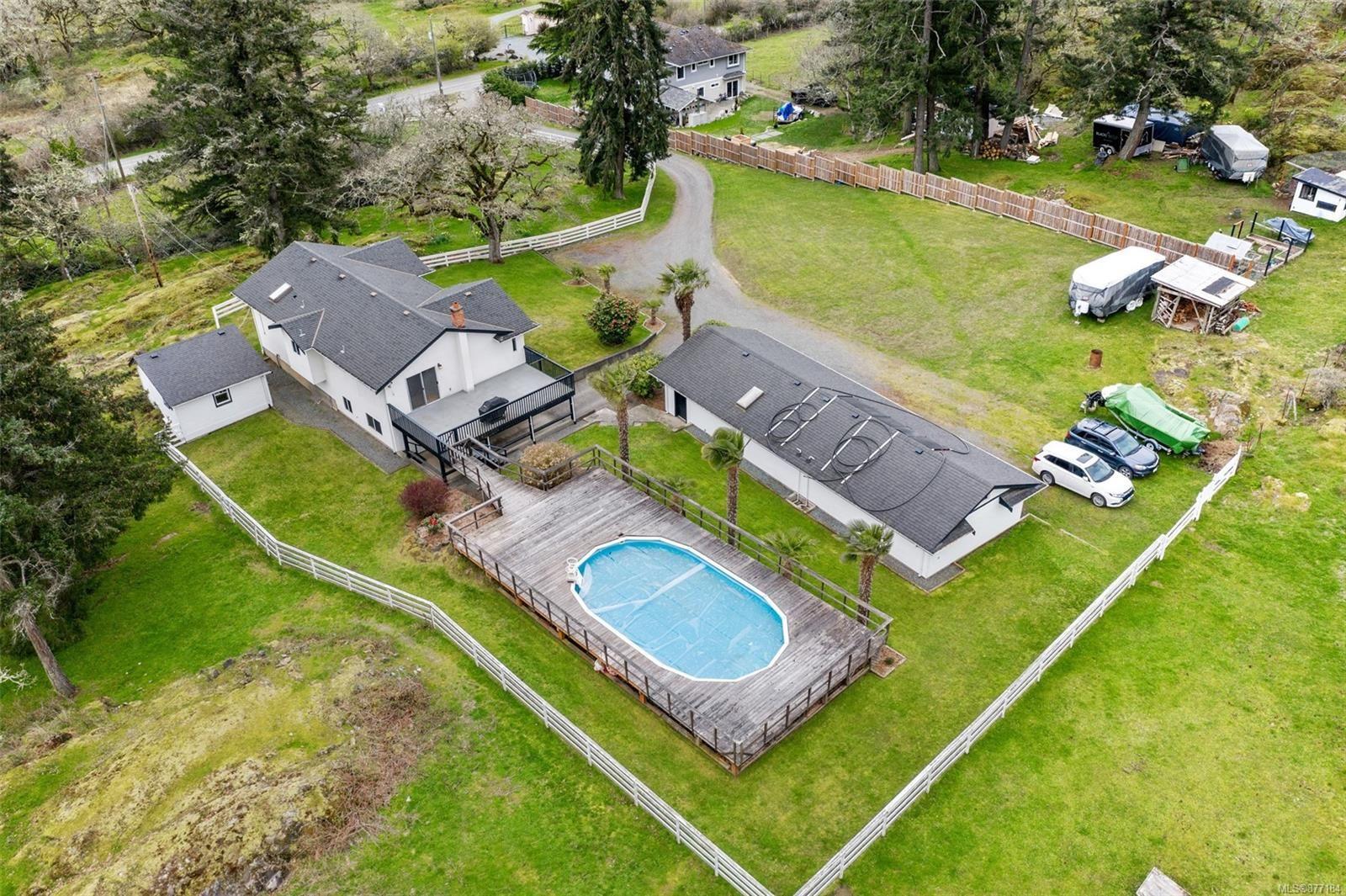 Main Photo: 1916 W Burnside Rd in : SW Granville House for sale (Saanich West)  : MLS®# 877184