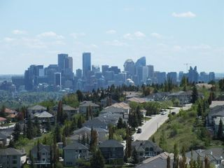 Photo 2: 32 coulee View SW in Calgary: Cougar Ridge Detached for sale : MLS®# A1117210