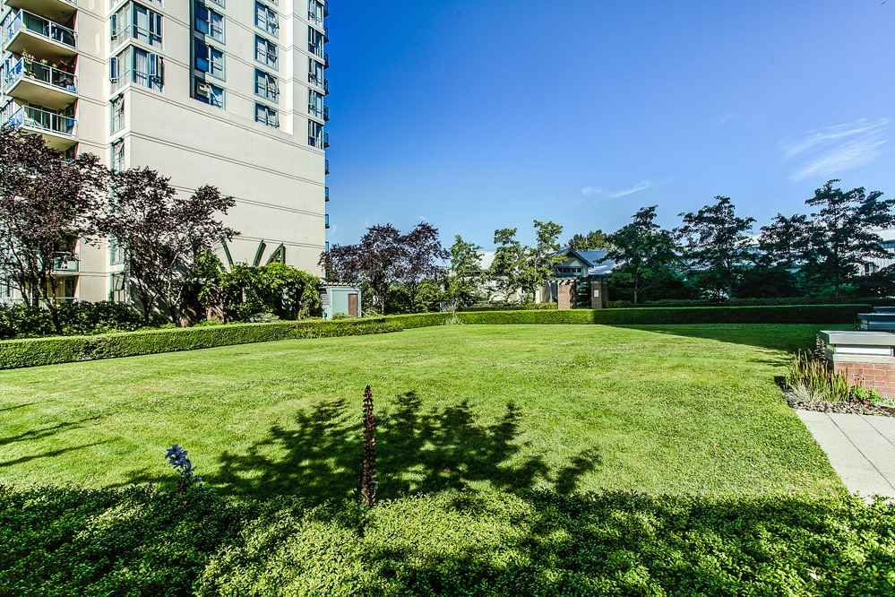 """Photo 17: Photos: 403 235 GUILDFORD Way in Port Moody: North Shore Pt Moody Condo for sale in """"THE SINCLAIR"""" : MLS®# R2187020"""