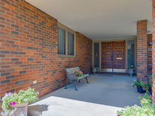 Photo 2: 56 BAY VIEW Drive SW in Calgary: Bayview House for sale : MLS®# C4136021