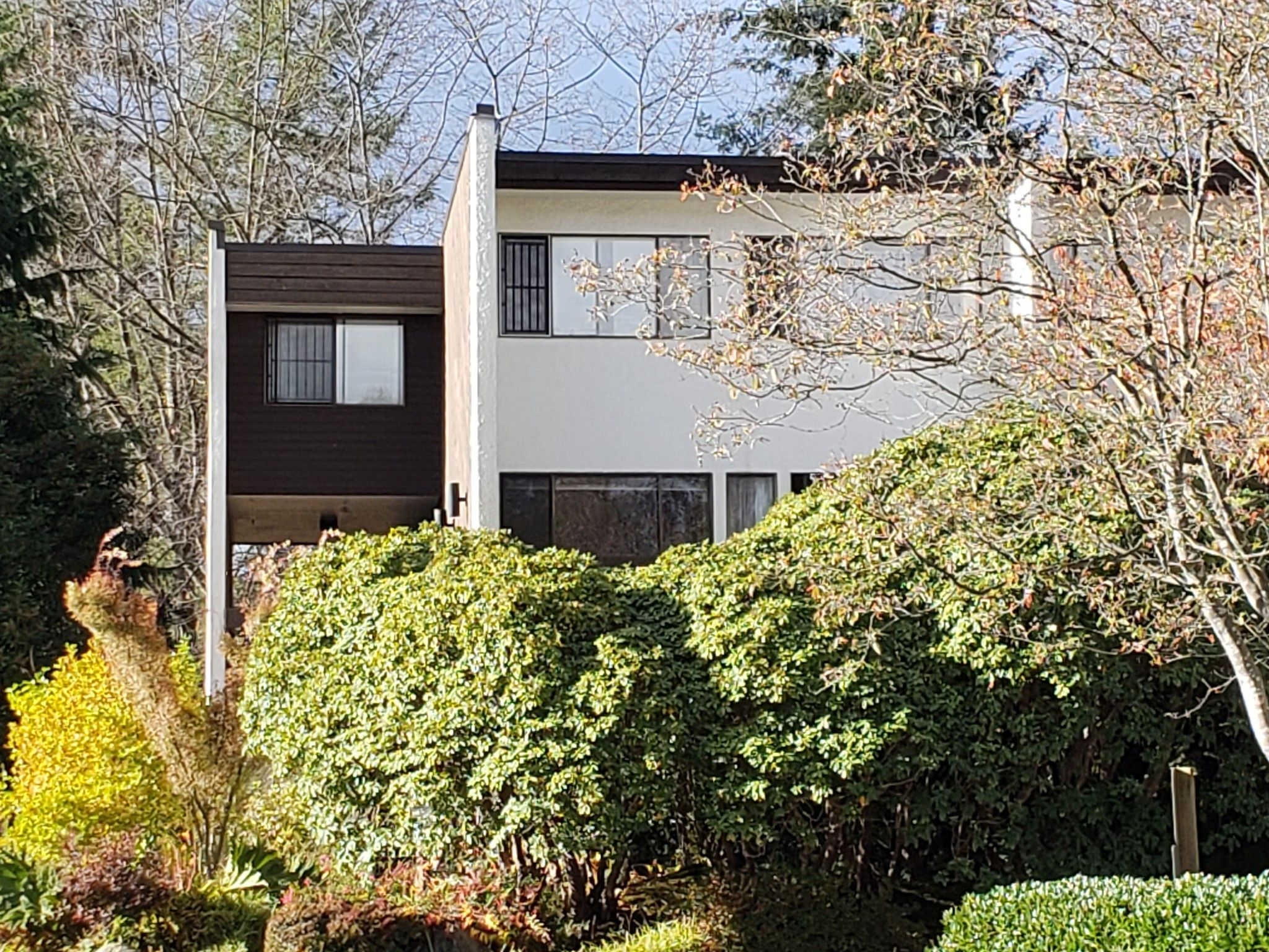 Main Photo: 8 7303 Montecito Drive in Burnaby: Montecito Townhouse for sale (Burnaby North)  : MLS®# R2320931