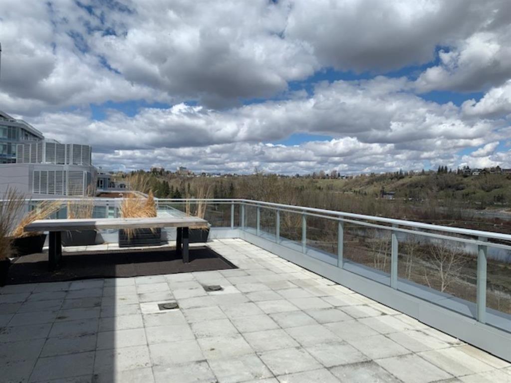 Huge 800 sq ft terrace!