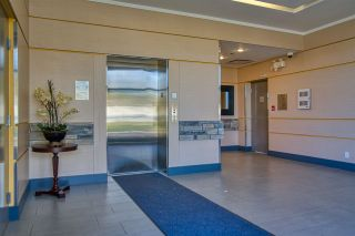 """Photo 3: 404 875 GIBSONS Way in Gibsons: Gibsons & Area Condo for sale in """"Soames Place"""" (Sunshine Coast)  : MLS®# R2511351"""