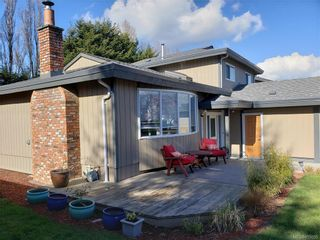 Photo 3: 10306 Gabriola Pl in Sidney: Si Sidney North-East House for sale : MLS®# 835055
