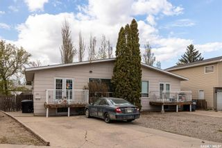Photo 1: 315-317 Coppermine Crescent in Saskatoon: River Heights SA Residential for sale : MLS®# SK854898