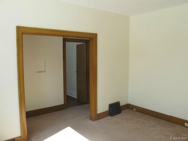 Photo 7: Photos:  in WINNIPEG: North End Residential for sale (North West Winnipeg)  : MLS®# 1404958