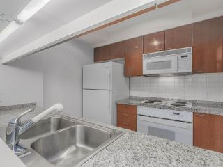"""Photo 4: 1805 1288 ALBERNI Street in Vancouver: West End VW Condo for sale in """"THE PALISADES"""" (Vancouver West)  : MLS®# R2106505"""