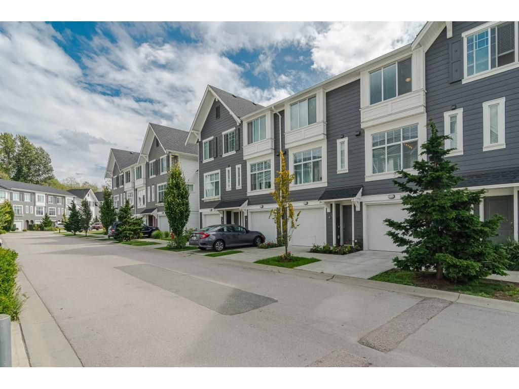 """Main Photo: 42 18681 68 Avenue in Surrey: Clayton Townhouse for sale in """"CREEKSIDE"""" (Cloverdale)  : MLS®# R2400985"""