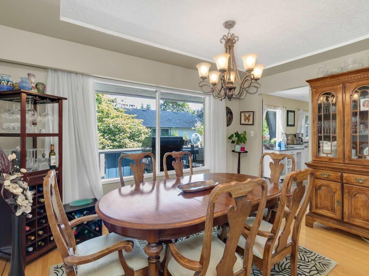 Photo 4: Photos: 943 GATENSBURY Street in Coquitlam: Harbour Chines House for sale : MLS®# R2499202
