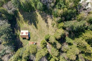 Photo 3: 135 HAIRY ELBOW Road in Seymour: Halfmn Bay Secret Cv Redroofs House for sale (Sunshine Coast)  : MLS®# R2556718