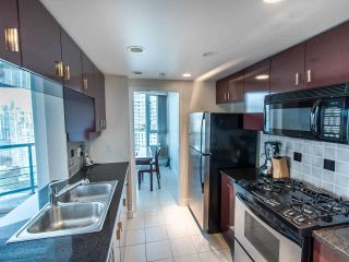 """Photo 3: 2901 1033 MARINASIDE Crescent in Vancouver: Yaletown Condo for sale in """"Quaywest"""" (Vancouver West)  : MLS®# R2439944"""