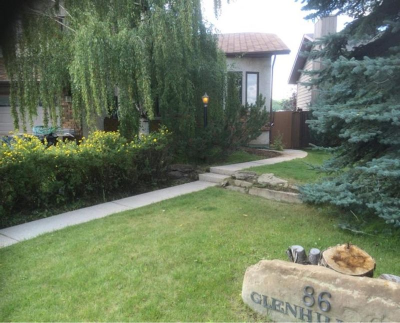 FEATURED LISTING: 86 Glenhill Drive Cochrane