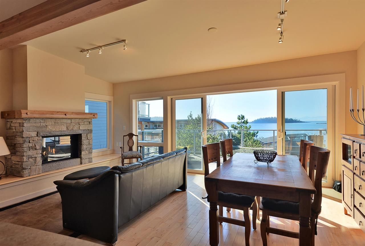 Main Photo: 5370 WAKEFIELD BEACH LANE in Sechelt: Sechelt District Townhouse for sale (Sunshine Coast)  : MLS®# R2409390