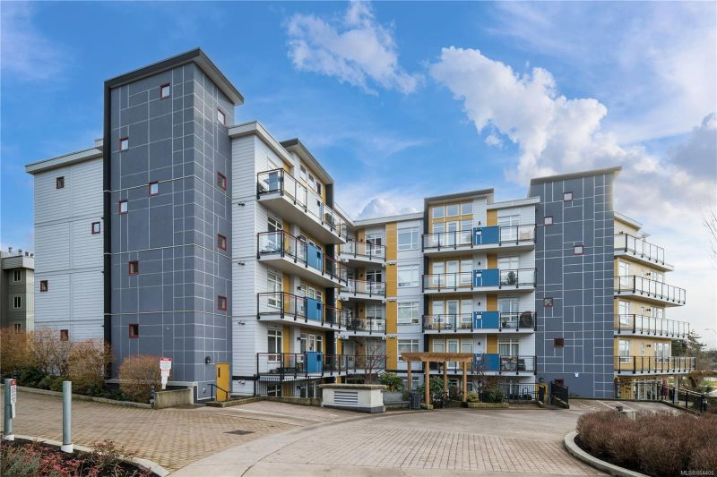 FEATURED LISTING: 103 - 935 Cloverdale Ave